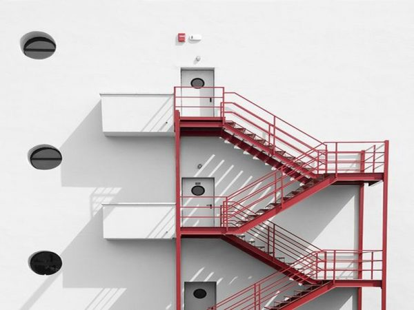 Lý do thiết kế cầu thang thoát hiểm ngoài trời