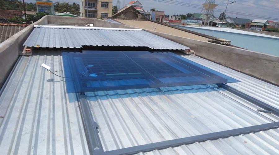 Có nên thiết kế giếng trời cho nhà mái tôn?